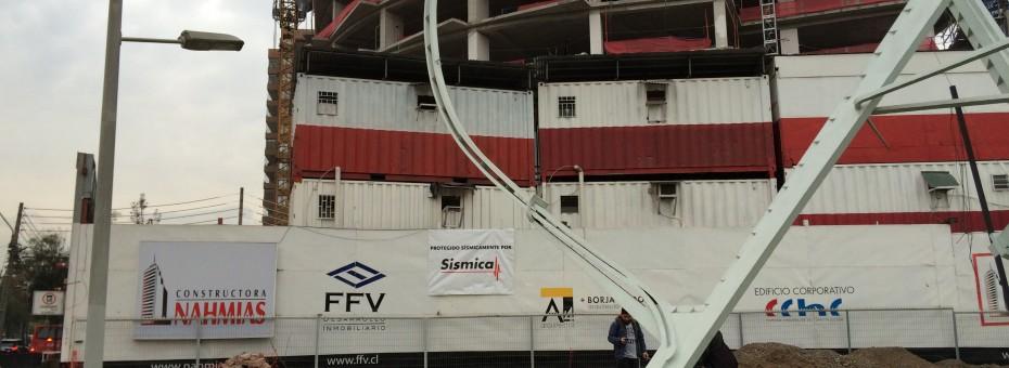 Uno de los edificios más significativos para la construcción en Chile, con la última tecnología en sistemas de protección sísmica, contará con dos amortiguadores viscosos bajo un Amortiguador de Masa Sintonizada.